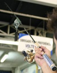 73ce11815 Os fabricantes usam hoje diferentes matérias-primas para fazer varas. As  ligas de carbono permitem que elas sejam cada vez mais leves e resistentes.